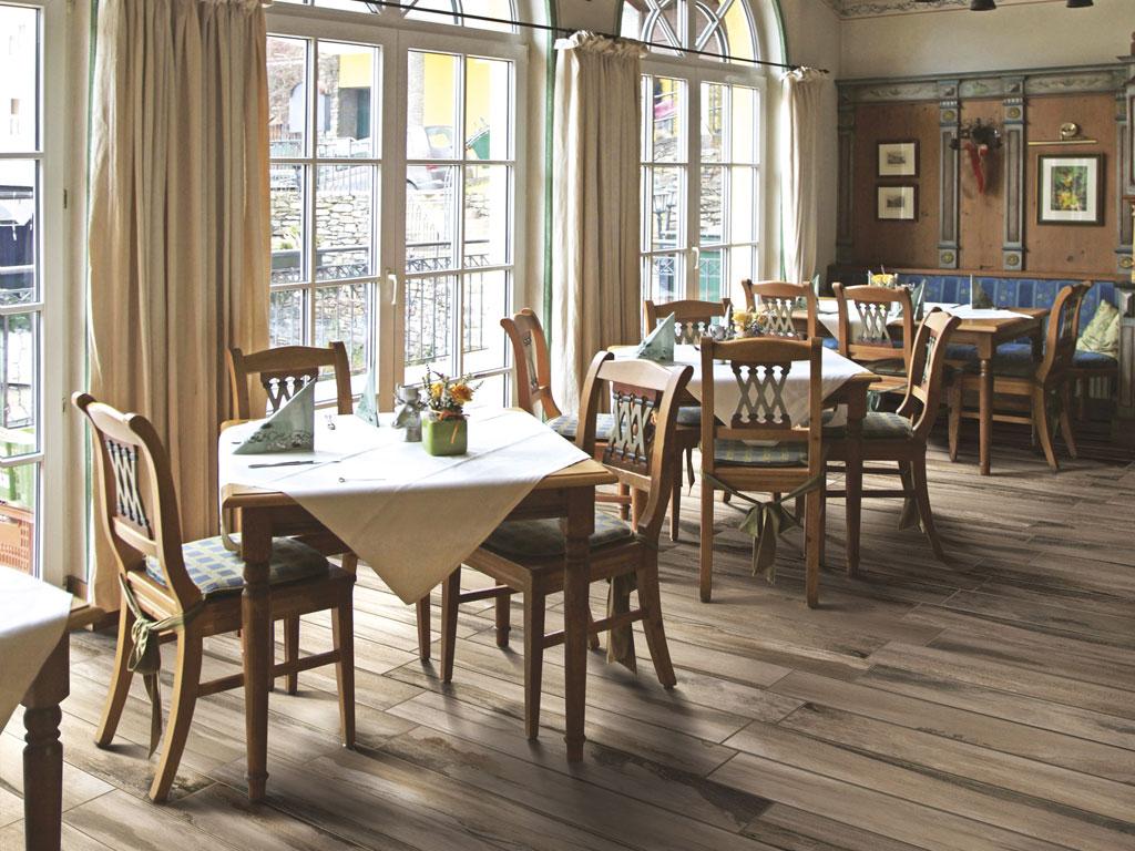 Mythos natural wood effect tiles ceramica rondine for Gres porcellanato carrelage